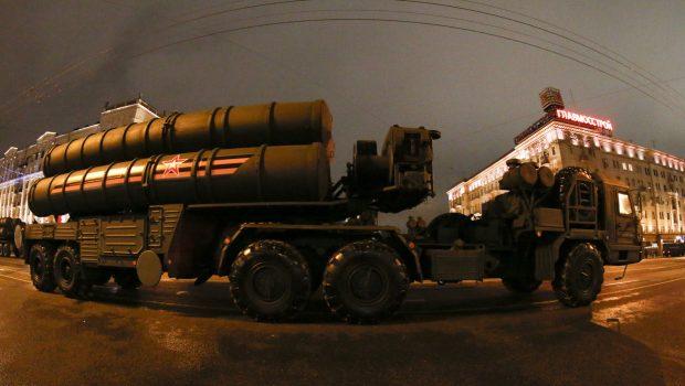 Oroszország elkezdte az India által kért S-400 típusú rakétarendszerek legyártását