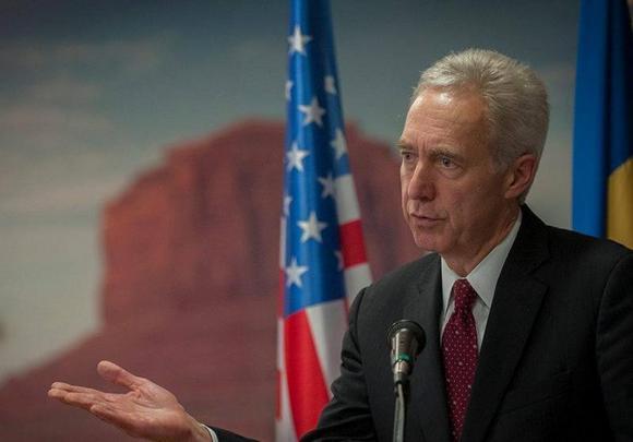 Az USA visszahívja bukaresti nagykövetét
