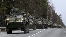 Szlovák és szövetséges konvojok vonulnak végig az országon
