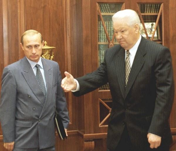 A különbség Jelcin és Putyin között