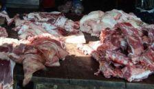 300 tonnányi romlott húst adtak volna el