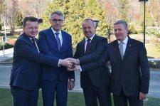 Közös európai harccsoportot hoznak létre a visegrádi négyek