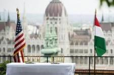 Legalább negyedmilliárdot kapott McCain a magyar államtól