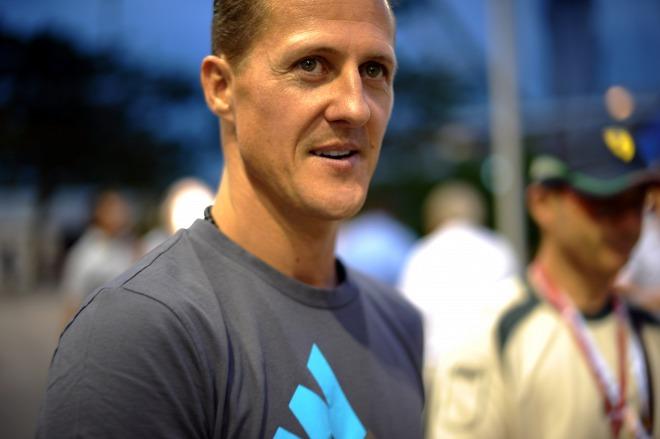 Szerettei hangját hallva sír Michael Schumacher