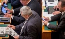"""""""Legitim-e ez a kormány?"""" – megkérdőjeleződött a 2010-es kétharmad törvényessége a parlamentben"""