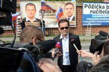 Jobbikos óriásplakátot takart le az SNS