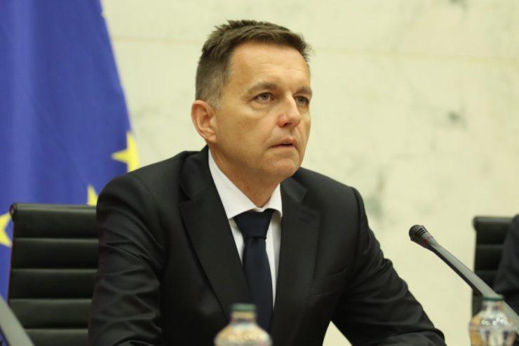 Vádat emeltek a Peter Kažimír volt smeres pénzügyminiszter, a Szlovák Nemzeti Bank jelenlegi elnöke ellen