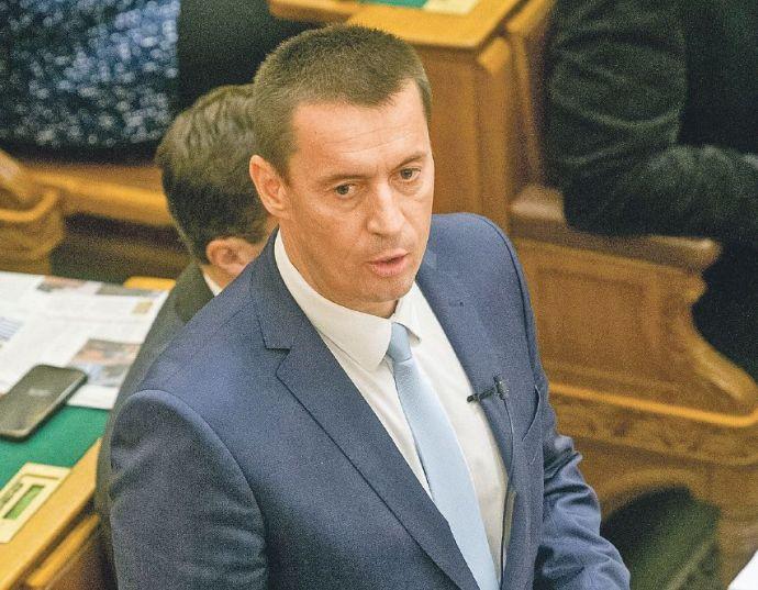 Ismét áll a bál, tovább mállik a Jobbik