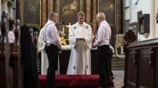 Több mint 100 német katolikus plébánia megáldaná a homoszexuális kapcsolatokat