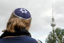 Már a német kormány sem javasolja a kipa viselését a zsidóknak