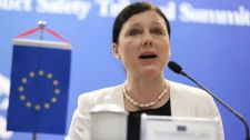 Csehországnak nem kellene mindenáron szolidárisnak lennie Magyarországgal és Lengyelországgal