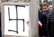 Sárgamellényesek: az igazi ellenség a zsidók, Macron pedig a bábjuk – óvatosságból be is zárt a zsinagóga a Champs-Élysées-n