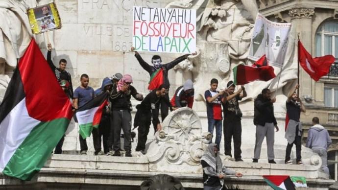 Fokózodik az Izrael-ellenes Franciaországban, Párizsban megtámadtak egy zsinagógát is