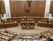 Focus: Helyet cserélt a PS/Spolu és Kiskáék, a magyar pártok továbbra is parlamenten kívül