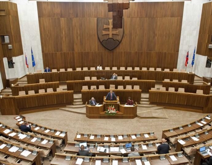 Fölényesen vezet a Hlas, Sulíkék az OĽaNO előtt, a magyar pártok parlamenten kívül