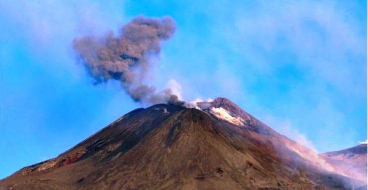 Kitört az Etna Szicíliában. Két repülőteret is be kellett zárni