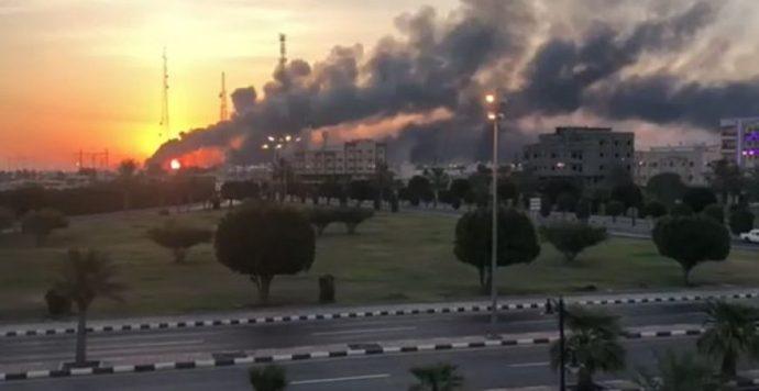 A szaúdiak elvesztették napi olajtermelésük felét – új szintre lépett az iráni-szaúdi ellentét