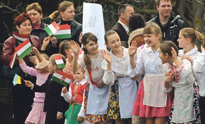 """Ukrán """"barátaink"""" szerint a többnyelvűség az alkotmányos rend erőszakos megdöntésére irányuló kísérletnek számít"""