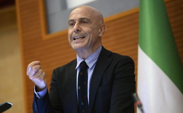 A leköszönő olasz belügyminiszter: Itália nem válhat a Földközi-tenger Magyarországává