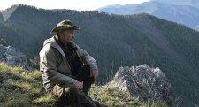 Putyin a szibériai vadonban töltötte a nyár utolsó hétvégéjét – ezúttal magán hagyta a ruhát (Képek, Videó)