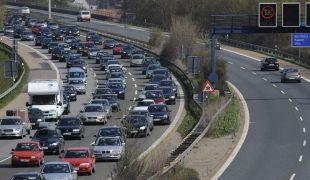 A gyanú szerint 700-szor lőtt járművekre az autópályán