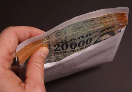 15 millió forintot ajánlott a nagypapa a gyermekfelügyeleti jogért cserébe