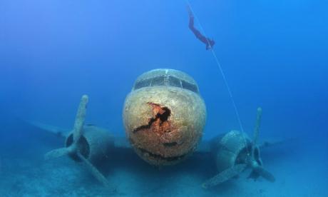 Bámulatos fotók egy víz alatti világháborús gépről