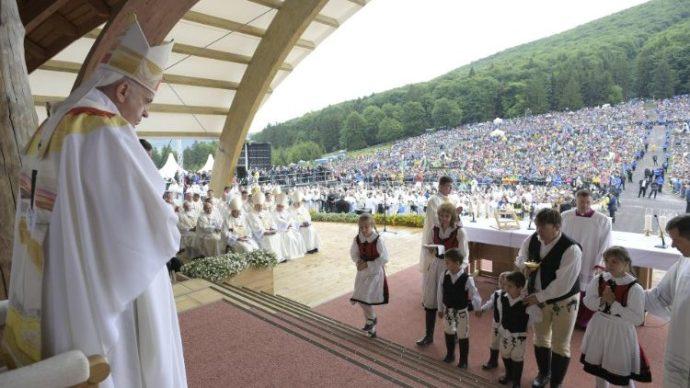 Politikai vizitre jött a pápa, és alulmaradt – vele együtt mi is