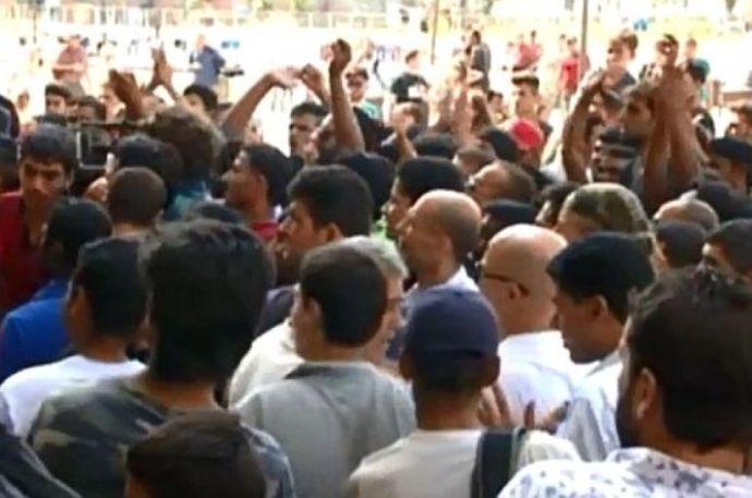Tüntetnek a menekültek a Keletinél