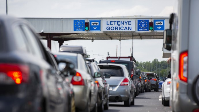 Özönlenek a magyarok Horvátországba: brutális torlódás a határátkelőkön