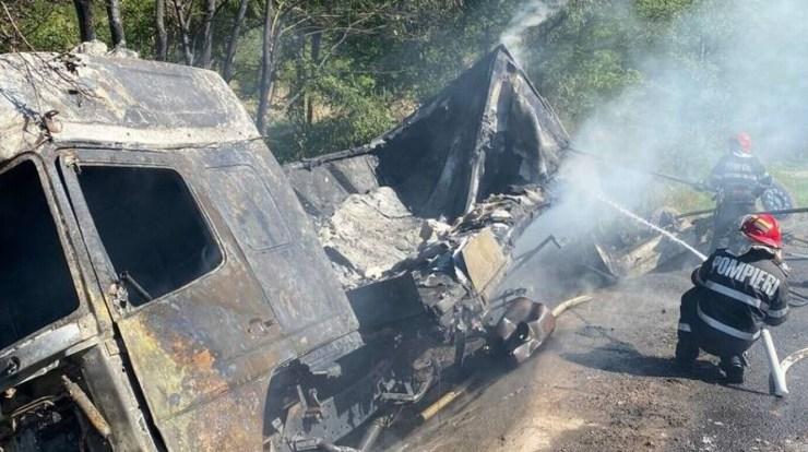 Hunyad megye: Felborult és kigyulladt egy kamion, a sofőr testét elszenesedve találták meg