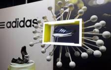 Uniós bíróság: törölni kell az Adidas három párhuzamos sávból álló európai uniós védjegyét