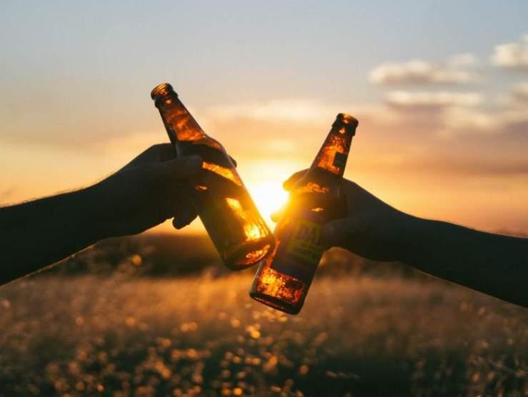 Nesze neked, emancipáció! A nők lassan már az italozásban is utolérik a férfiakat