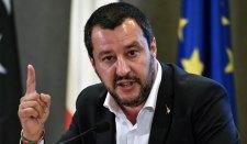 Olaszország kesztyűt dobott Brüsszelnek, Juncker egy újabb görög válságról beszél