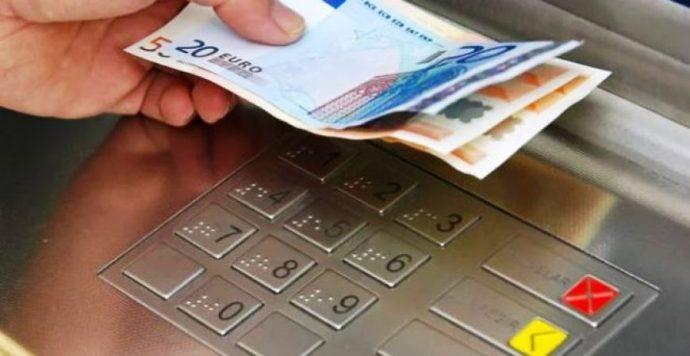 Mit tegyünk, ha pénzt találunk a bankautomatában?