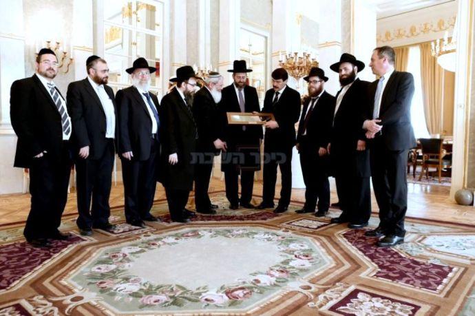 A zsidók azonnal benyújtották a számlát a pénzérmekkel megajándékozott Ádernek