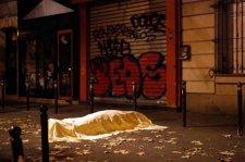 A párizsi terrortámadás áldozatainak hozzátartozó feljelentették a katonákat, akik álltak és nem tettek semmit