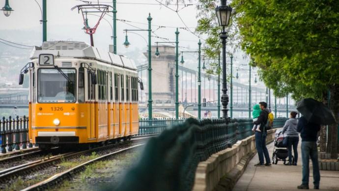 Épp 120 éve jár villamos a pesti Duna-parton