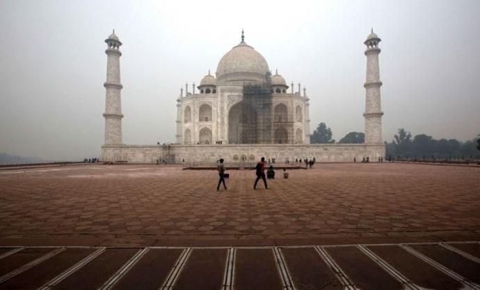 Leomlott a világhírű Taj Mahal két minarettje