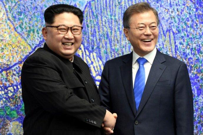 Észak-Korea felfüggesztette a tárgyalásokat Dél-Koreával, és a Trump-találkozó lemondásával fenyegetnek