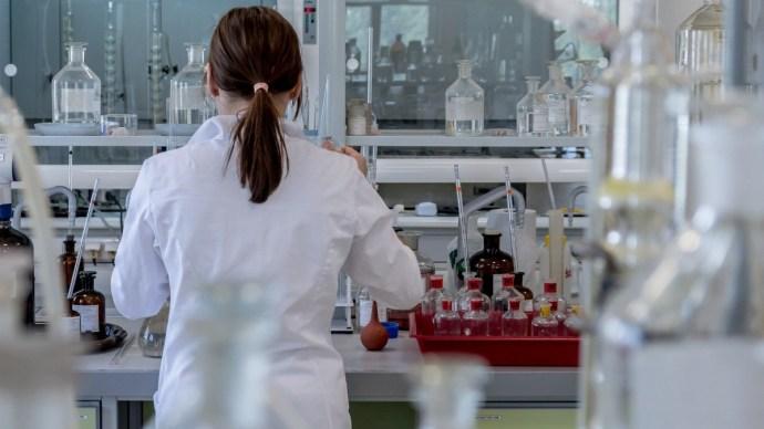 Az új vírusmutáns kellemetlen tulajdonságát igazolták magyar vizsgálatok