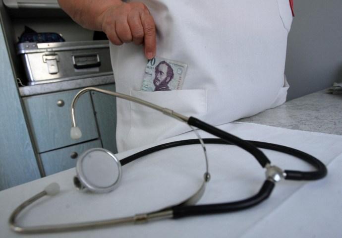 Megrovást kapott az orvos, miután Éger István fizetéséről kérdezett