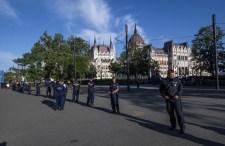 Skandálás, fütyülés, eskütétel – ez történt eddig a Kossuth téren