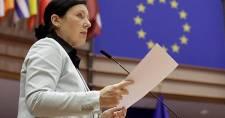 Jourová: Ha kell, Brüsszel jelentős összegeket tart majd vissza Budapesttől és Varsótól
