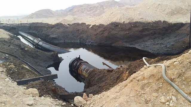 Patakokban hömpölygött a kiömlött nyersolaj az izraeli Negev-sivatagban – óriási az ökológiai károsodás