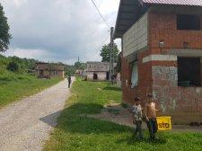 Hadrév-szindróma a bihari Nagybáródon, almalopás miatt robbant ki összetűzés cigányok és románok között