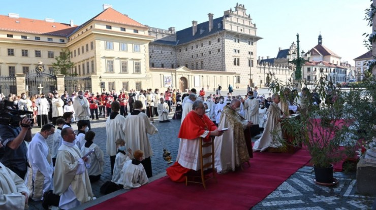 Magyarul is imádkoztak a prágai úrnapi körmeneten