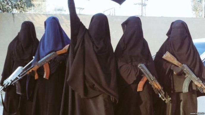 Az Iszlám Állam harcosainak feleségei vissza akarnak térni Európába