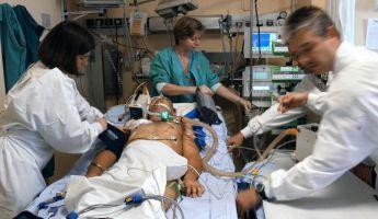 Végighallgatta, ahogy az orvosok a haláláról beszélgettek