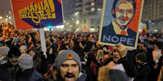 Cinkelve játsszák a magyar kártyát a román politikusok